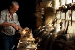 natural lighting in a woodcarver workshop